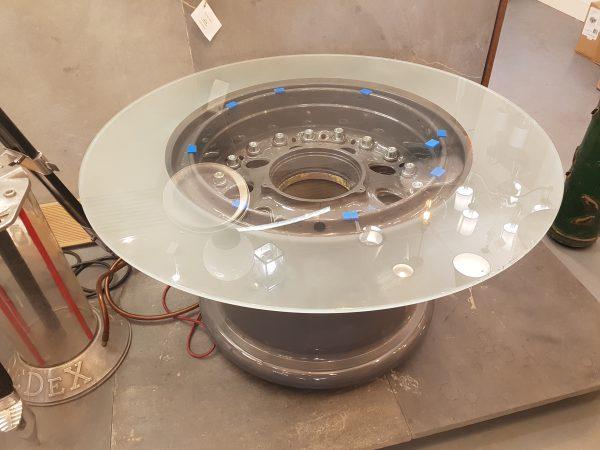 B747 Wheel Table Gloss Grey with Smoked Glass
