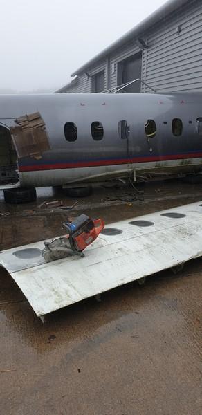 Cutting 747 fuselage uo